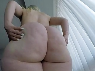 Big ass BBW is shaking her cellulite booty