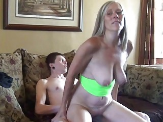 Captivating amateur mature gets a young stud to fuck her