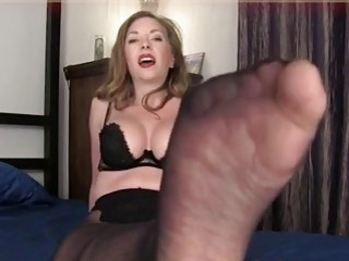 Attractive bukkake mommy shows her big ass and feet solo