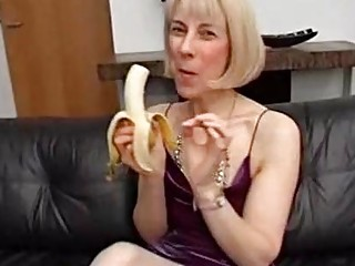 Mature slut yearns for double penetration and uses a vegetable