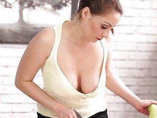 Attractive mom Sophia Delane teases with big boobs downblouse porn