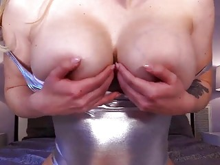 Mommy on cam is having some naughty fun