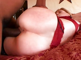 Older blonde cheated with a younger black dude