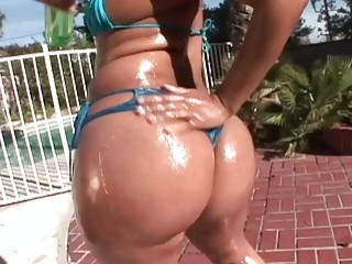 Thick slut shows her ass before she's blacked