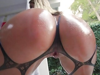 Big booty blonde pours some oil on herself before fucking
